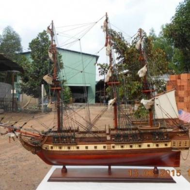 Mô hình tàu chiến gỗ